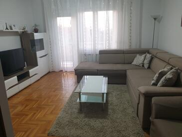Selce, Living room in the apartment, air condition available, (pet friendly) and WiFi.
