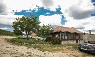 Radošić, Kaštela, Objekt 18851 - Kuća za odmor sa šljunčanom plažom.