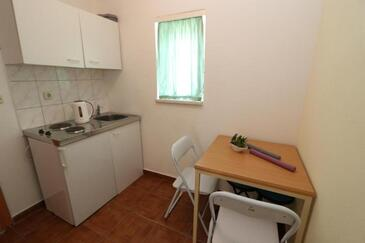Stara Novalja, Kitchen in the apartment, (pet friendly) and WiFi.