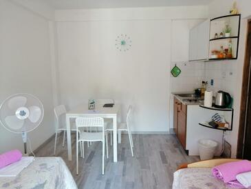 Marina, Bucătărie în unitate de cazare tip apartment, animale de companie sunt acceptate şi WiFi.