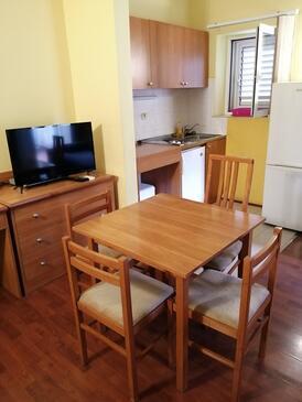 Srebreno, Jídelna v ubytování typu studio-apartment.