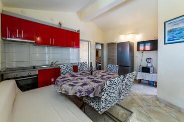 Makarska, Jídelna v ubytování typu apartment, s klimatizací, domácí mazlíčci povoleni a WiFi.