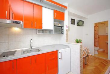 Makarska, Кухня в размещении типа studio-apartment, Домашние животные допускаются и WiFi.