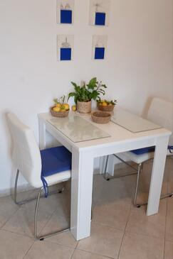Zavalatica, Dining room in the studio-apartment, WIFI.