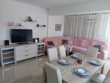 Palit, Living room in the apartment, air condition available and WiFi.