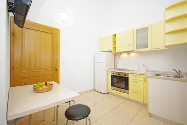 Krvavica, Salle à manger dans l'hébergement en type apartment, WiFi.