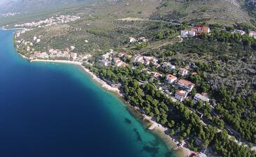 Krvavica, Makarska, Property 18911 - Apartments with pebble beach.