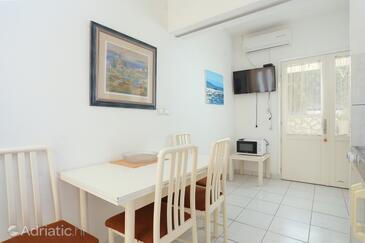 Dugi Rat, Столовая в размещении типа apartment, доступный кондиционер и WiFi.
