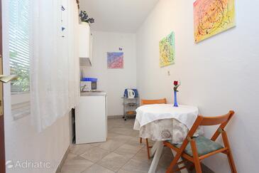 Omiš, Sufragerie în unitate de cazare tip apartment, animale de companie sunt acceptate şi WiFi.