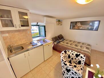 Rogoznica, Kitchen in the studio-apartment, (pet friendly) and WiFi.
