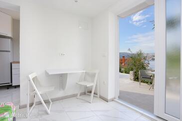Okrug Gornji, Dining room in the studio-apartment, WiFi.