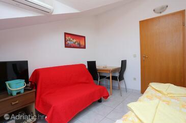 Bušinci, Salle à manger dans l'hébergement en type studio-apartment, WiFi.