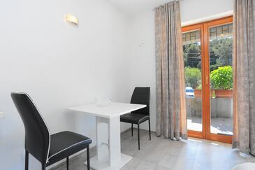Mastrinka, Salle à manger dans l'hébergement en type studio-apartment, animaux acceptés et WiFi.