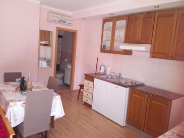 Lozovac, Kuchyně v ubytování typu studio-apartment, s klimatizací a WiFi.