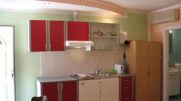 Lozovac, Кухня в размещении типа studio-apartment, доступный кондиционер и WiFi.