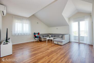 Pirovac, Living room in the apartment, air condition available and WiFi.