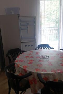 Drvenik Donja vala, Dining room in the apartment, WiFi.