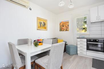 Borak, Jídelna v ubytování typu house, s klimatizací a WiFi.