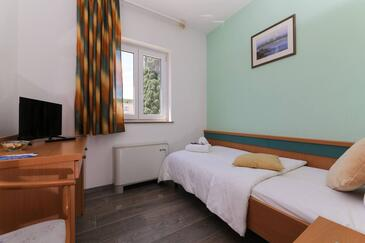 Supetar, Bedroom in the room, air condition available, (pet friendly) and WiFi.