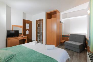 Supetar, Ložnice v ubytování typu room, s klimatizací, domácí mazlíčci povoleni a WiFi.