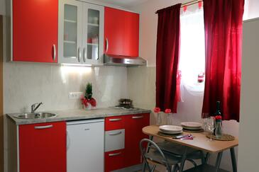 Orebić, Jídelna v ubytování typu studio-apartment, s klimatizací, domácí mazlíčci povoleni a WiFi.