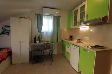 Orebić, Столовая в размещении типа studio-apartment, доступный кондиционер, Домашние животные допускаются и WiFi.