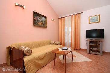 Jelsa, Living room in the apartment, air condition available, (pet friendly) and WiFi.