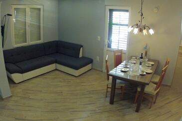 Jelsa, Obývací pokoj v ubytování typu apartment, s klimatizací, domácí mazlíčci povoleni a WiFi.