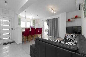 Prižba, Obývacia izba v ubytovacej jednotke house, dopusteni kucni ljubimci i WIFI.