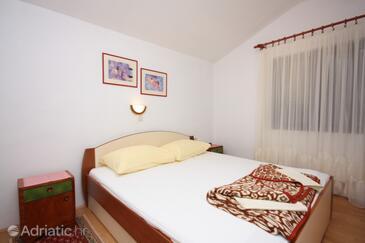Supetarska Draga - Gonar, Dormitorio in the room, air condition available y WiFi.