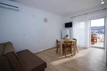 Supetarska Draga - Gornja, Dining room in the apartment, dostupna klima i WIFI.