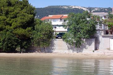 Banjol, Rab, Obiekt 2008 - Kwatery przy morzu z piaszczystą plażą.
