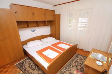 Banjol, Sypialnia w zakwaterowaniu typu room, dostupna klima i WIFI.