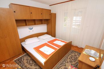 Banjol, Bedroom in the room, air condition available, (pet friendly) and WiFi.