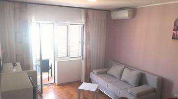 Supetarska Draga - Donja, Living room in the apartment, air condition available, (pet friendly) and WiFi.