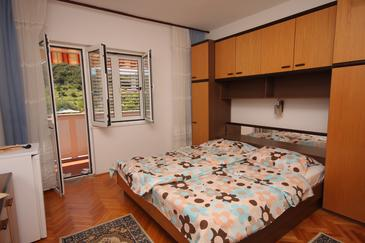 Supetarska Draga - Donja, Bedroom in the room, air condition available, (pet friendly) and WiFi.