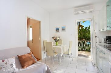 Seget Donji, Dining room in the apartment, dostupna klima i WIFI.