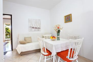 Seget Donji, Dining room in the apartment, air condition available and WiFi.