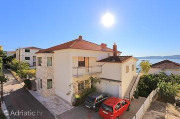 Seget Donji, Trogir, Объект 2029 - Апартаменты вблизи моря с галечным пляжем.