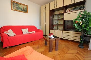 Slatine, Dnevni boravak u smještaju tipa apartment, kućni ljubimci dozvoljeni i WiFi.
