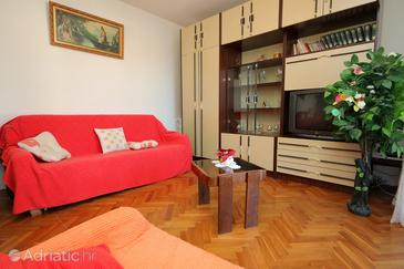 Slatine, Living room in the apartment, dopusteni kucni ljubimci i WIFI.