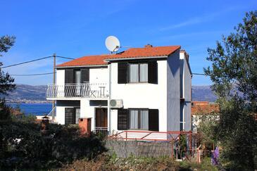 Slatine, Čiovo, Objekt 2039 - Apartmani blizu mora sa šljunčanom plažom.