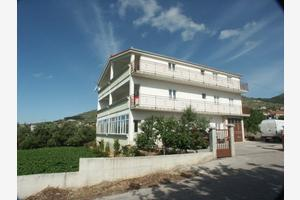 Apartments by the sea Seget Donji (Trogir) - 2041