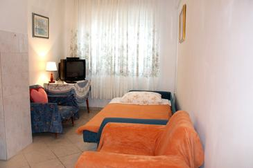 Uvala Zaraće, Living room in the apartment, dopusteni kucni ljubimci.