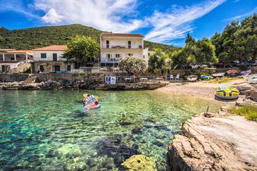 Uvala Zaraće, Hvar, Property 2047 - Apartments near sea with pebble beach.