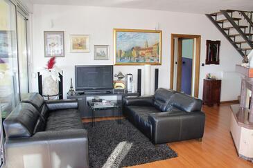 Trogir, Living room 1 in the apartment, dostupna klima i WIFI.