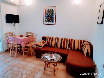 Mavarštica, Obývací pokoj v ubytování typu apartment, s klimatizací a WiFi.
