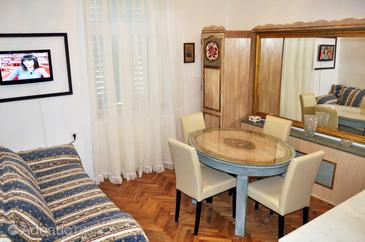 Split, Dining room in the apartment, dostupna klima i WIFI.