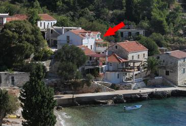 Uvala Tvrdni Dolac, Hvar, Property 2056 - Apartments near sea with pebble beach.