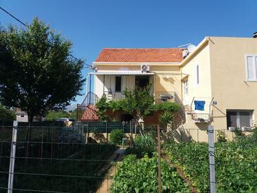 Sućuraj, Hvar, Property 2058 - Apartments near sea with pebble beach.